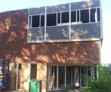 Onderkomen stichting Helpen Hand aan Roemenie aan de Ambachtstraat in Kampen als referentieproject van Altena Steenhandel